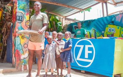 ZF Team hilft bei Essensprojekt